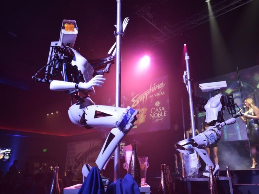 Primera bailarina de pole-dance robot!